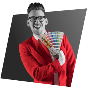 Bart Moree met een pantone kleurenwaaier op de pagina Grafisch Ontwerp
