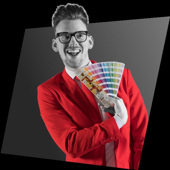 Bart Moree met een pantone kleurenwaaier op de pagina Grafisch Ontwerp | NOBLY Authentieke Communicatie & Creatie